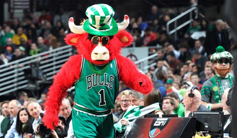 La mascotte des bulls version Saint-Patrick